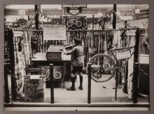 Stand cyclo © Collection Musée d'art et d'industrie